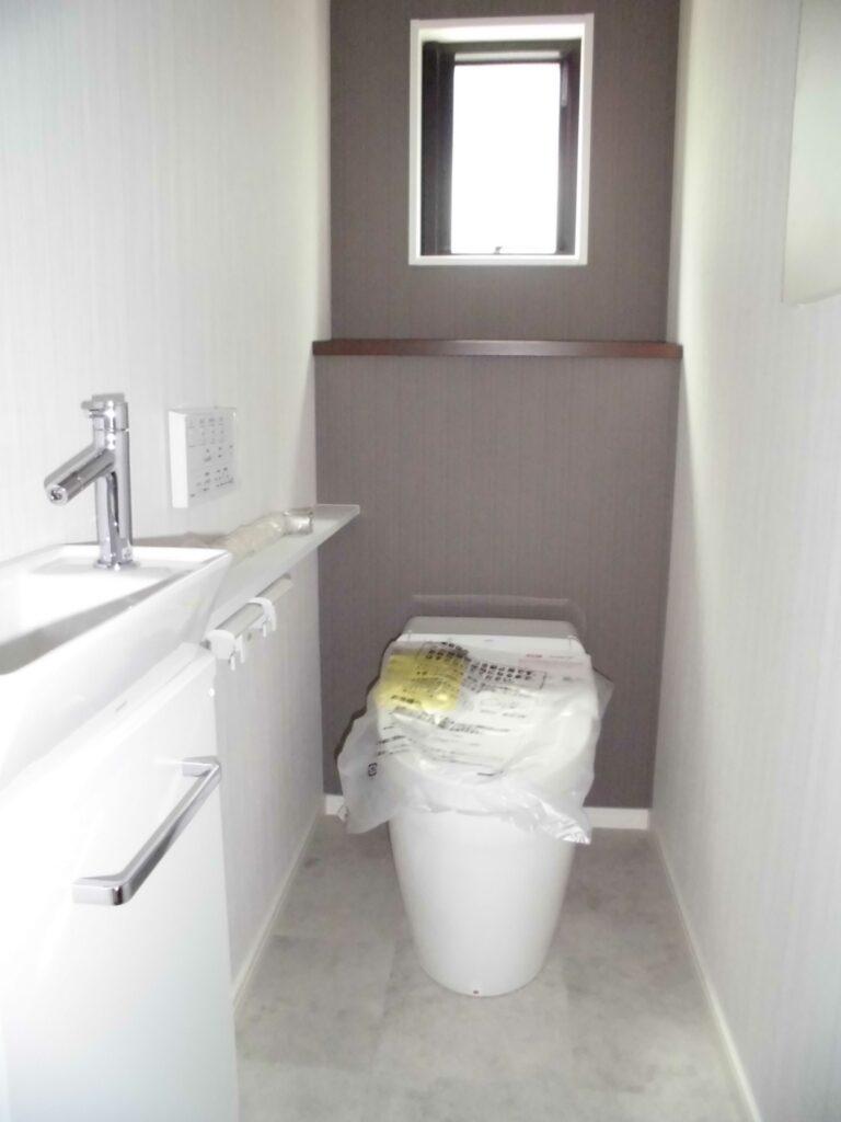 1階 トイレ タンクレス+手洗い器